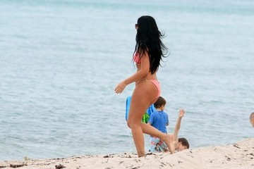Kris Humphries Girlfriend? Kim Kardashian Lookalike at the Beach (Photos)