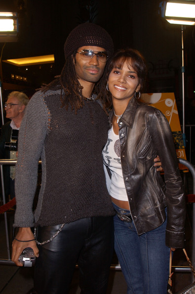 2002: Eric Benet Allegedly Cheats On Halle Berry