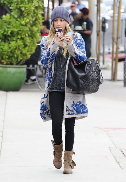 056aa893b850 Ashley Tisdale - What to Wear  With an Oversized Cardigan - Livingly
