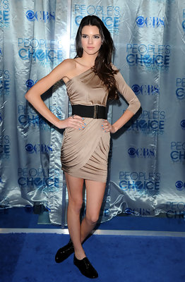 Kendall Jenner Is Fancy in Flats at the 2011 People's Choice Awards