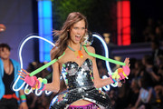 Model Karlie Kloss walks the runway during the 2011 Victoria's Secret Fashion Show at the Lexington Avenue Armory on November 9, 2011 in New York City.