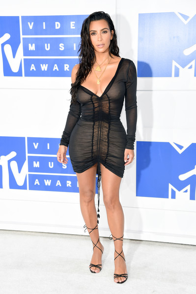 Strutting Her Stuff In A Ruched LBD At The 2016 MTV VMAs