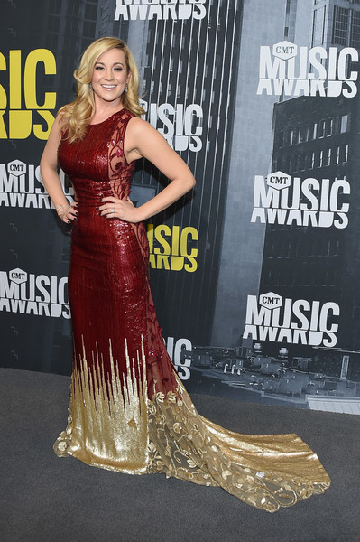 Kellie Pickler In Georges Chakra At The CMT Music Awards, 2017