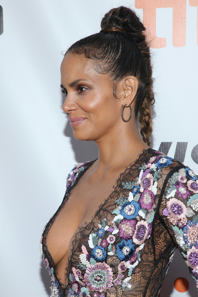 Halle Berry S Ponytail Braid At The Toronto International