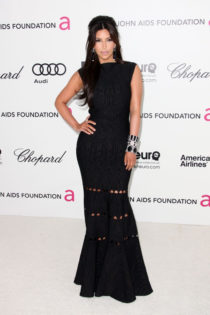 Kim Kardashian Smolders in Black at the 2012 Oscars Party - Oscar ...