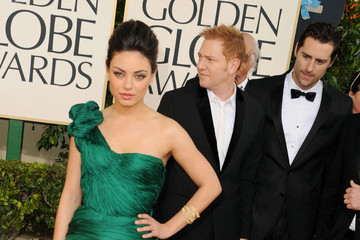 Mila Kunis Goes Green With a Vera Wang Gown at the Golden Globe Awards 2011