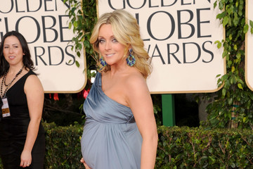 Jane Krakowski Shows off Her Pregnancy Bump in Badgley Mischka at the Golden Globe Awards 2011