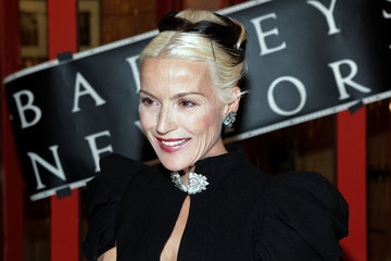 Window Dressing: Daphne Guinness Gets Ready for the Met Ball at Barneys