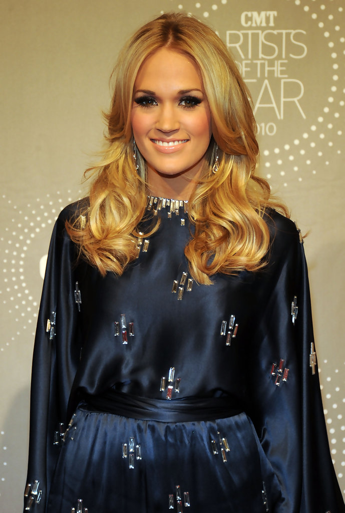 Carrie Underwood S Perfectly Layered Cut Celebrity Hair Livingly