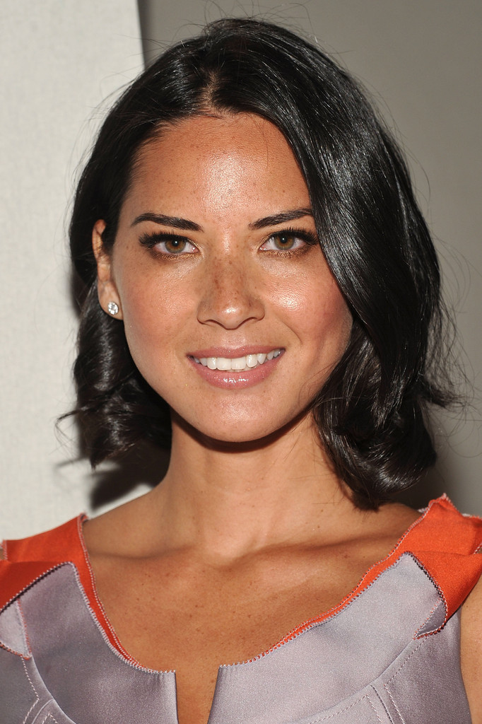 Olivia Munn S Wavy Bob At The Carolina Herrera Spring 2012
