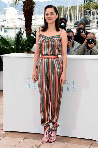 With A Colorful Jumpsuit What To Wear With Metallic Shoes Livingly