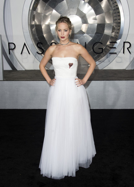 When She Rocked A Fierce Red Lip And White Gown At The 'Passengers' Premiere