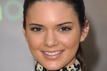 Kendall Jenner Wears Shimmering Champagne Lipstick at 'The Hunger Games' Premiere