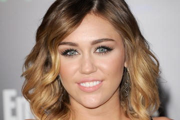 Miley Cyrus Sweeps on Pale Pink Lipstick for 'The Hunger Games' Premiere