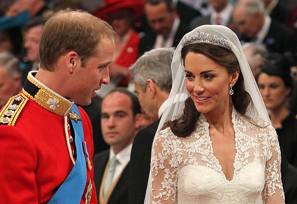 4c95191d559 Kate Middleton Weds in Queen s Halo Cartier Tiara