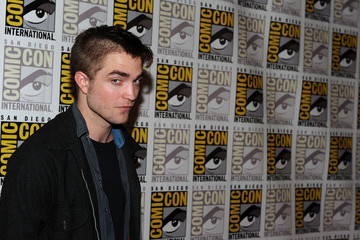 Robert Pattinson Debuts Shaved Head at Comic-Con