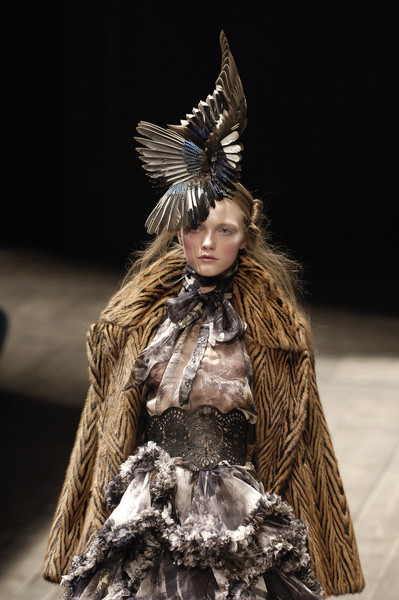 Fashion catwalk 2017 - Alexander Mcqueen Fall 2006 Images Amp Pictures Becuo