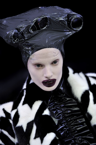 Alexander McQueen at Paris Fall 2009 (Details) [beauty,fashion,lip,eye,black-and-white,costume accessory,goth subculture,photography,mime artist,gothic fashion,alexander mcqueen,fashion,goth subculture,fashion week,fashion design,runway,spring,beauty,gothic fashion,paris fashion week,fashion,paris fashion week,fashion design,autumn,goth subculture,runway,2009,ready-to-wear,spring,fashion week]