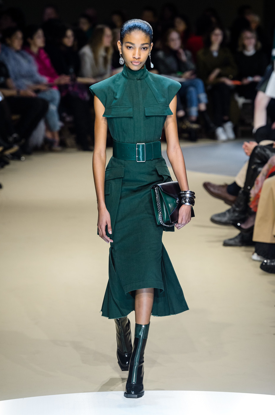 Alexander McQueen Fall 2018 Ready-to-Wear Collection - Vogue 61