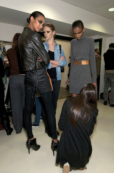 Alviero Martini First Class at Milan Fall 2010 (Backstage)