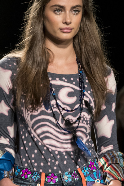 Anna Sui at New York Spring 2018 (Details)