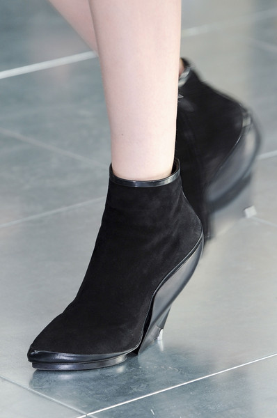 Antonio Berardi at London Fall 2013 (Details)