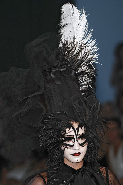 Ashley Isham at London Spring 2007 (Details)