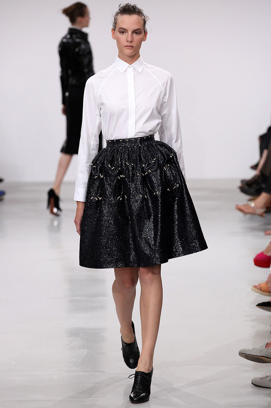 Azzedine ala a fall 2011 runway pictures livingly for Designer alaia azzedine