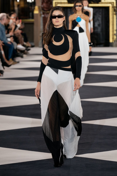 Balmain at Paris Spring 2020 [fashion,fashion model,white,clothing,haute couture,runway,fashion show,black-and-white,shoulder,street fashion,olivier rousteing,fashion,fashion week,spring,model,fashion model,street fashion,balmain,paris fashion week,fashion show,olivier rousteing,paris fashion week,balmain,ready-to-wear,fashion,spring,model,fashion show,fashion week]