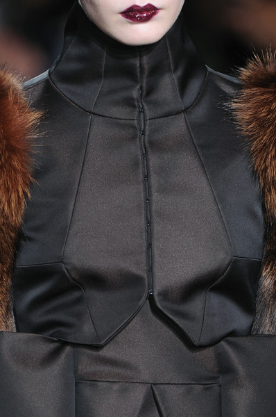 Bruno Pieters at Paris Fall 2009 (Details)