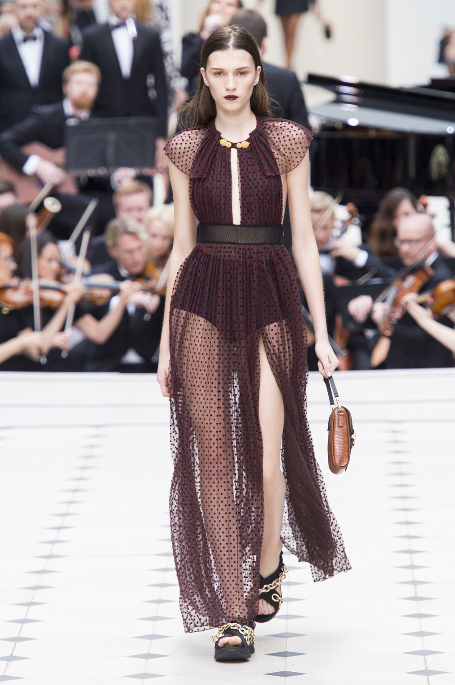 Burberry Prorsum The Must See Runway Looks From London Fashion Week Spring 2016 Livingly