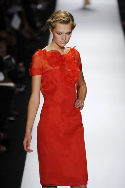 Carolina Herrera at New York Spring 2009 [fashion model,fashion show,fashion,runway,clothing,dress,cocktail dress,haute couture,hairstyle,event,cocktail dress,supermodel,runway,fashion,haute couture,hairstyle,model,fashion model,new york fashion week,fashion show,runway,fashion show,model,fashion,supermodel,haute couture,cocktail dress,socialite,hairstyle]