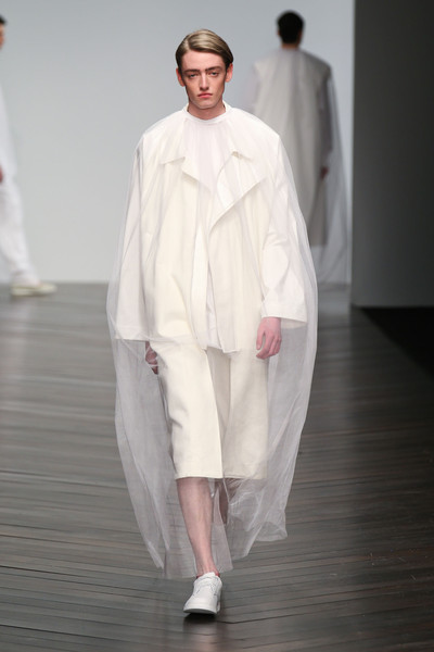 Central Saint Martins MA - Hwan Park at London Fall 2013