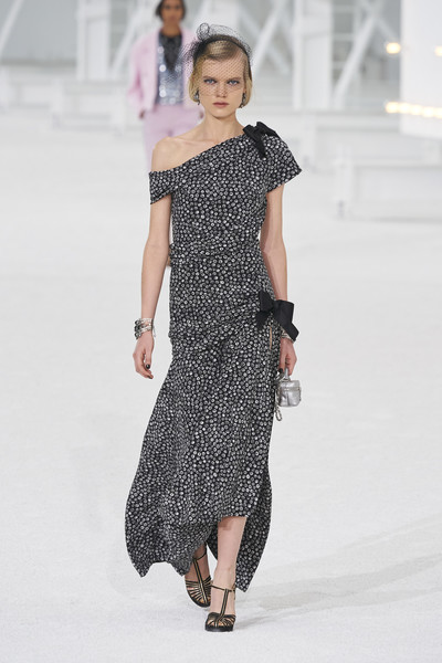 Chanel at Paris Spring 2021 [fashion model,fashion show,fashion,runway,clothing,shoulder,dress,haute couture,joint,neck,dress,coco chanel,fashion,haute couture,runway,clothing,shoulder,chanel,paris fashion week,fashion show,chanel,coco chanel,paris fashion week,ready-to-wear,fashion,haute couture,paris fashion week   ss21,fashion show,model]
