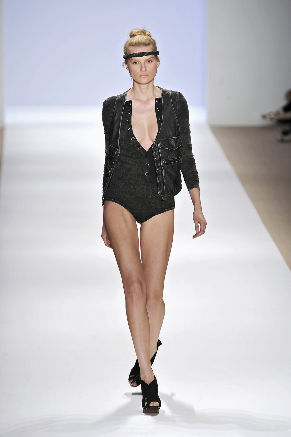 2019 year for lady- Ronson charlotte spring runway