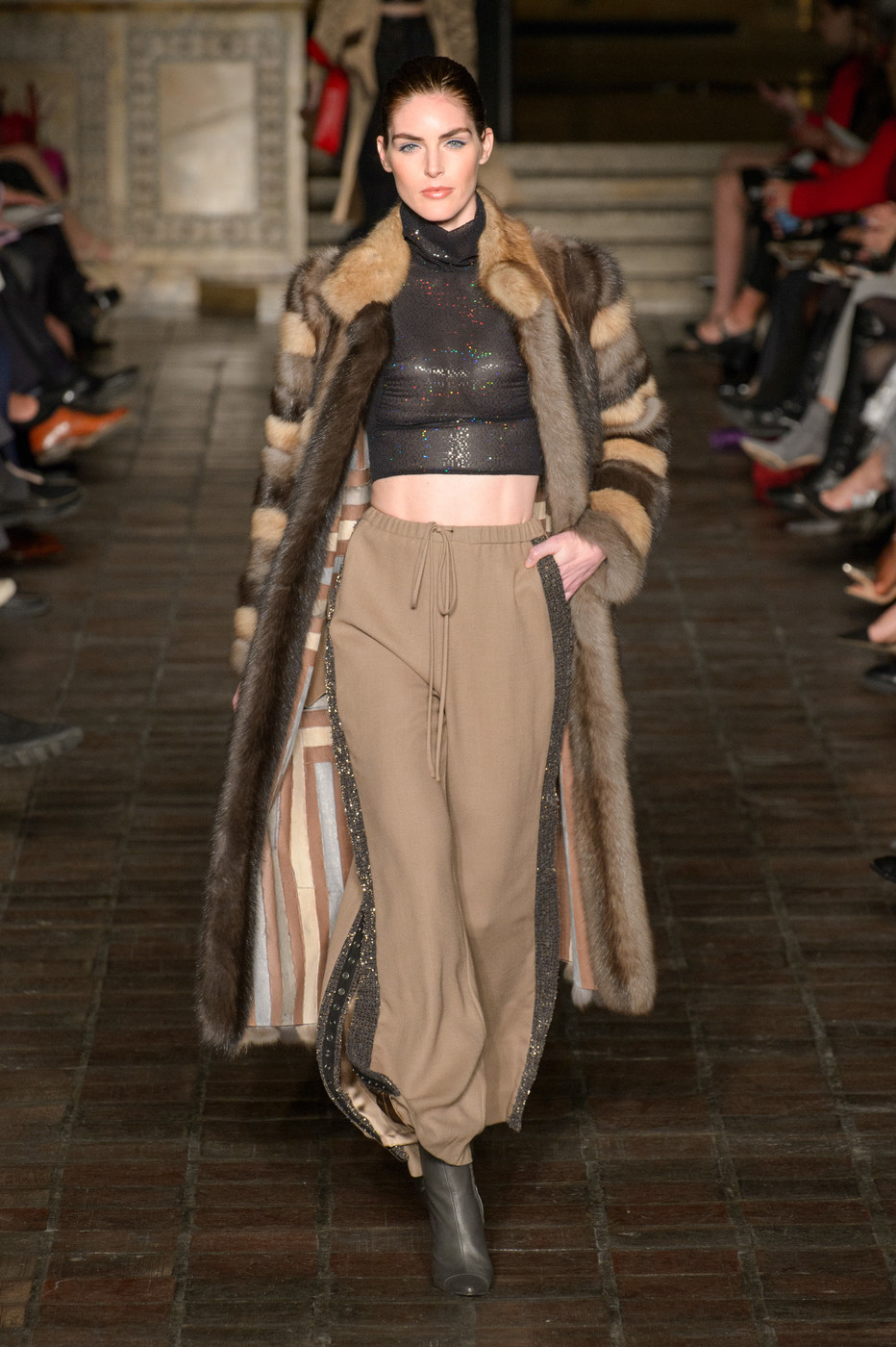 Dennis Basso At New York Fashion Week Fall 2018 Livingly