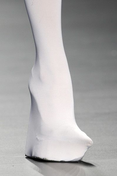 Di Giorgi at Milan Fall 2010 (Details)