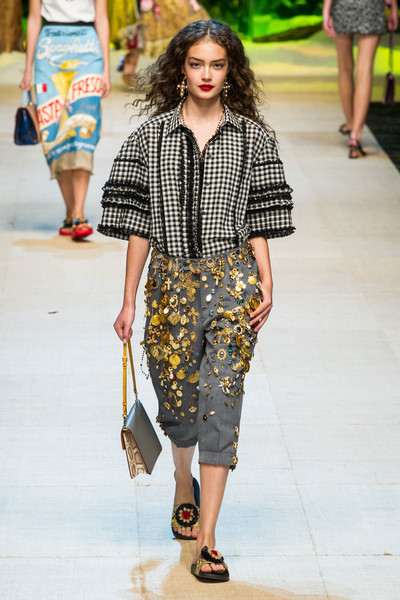 Dolce   Gabbana Spring 2017 Runway Pictures - Livingly 9ec9c4571a2cf