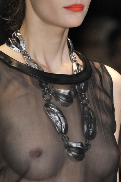 Giambattista Valli at Paris Spring 2010 (Details)
