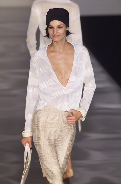 Giorgio Armani at Milan Spring 2001 [fashion model,fashion,white,clothing,fashion show,runway,beauty,haute couture,neck,lip,supermodel,runway,fashion,haute couture,fashion week,model,beauty,giorgio_armani,milan fashion week,fashion show,runway,milan fashion week,fashion,haute couture,fashion show,model,fashion week,armani,supermodel]