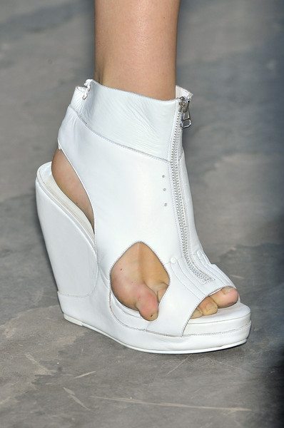 Hamilton at Paris Spring 2010 (Details)