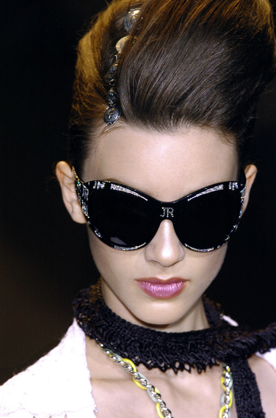 John Richmond at Milan Spring 2006 (Details)