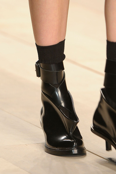 John Rocha at London Fall 2012 (Details)