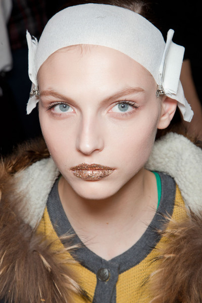 Kinder Aggugini at London Fall 2012 (Backstage)