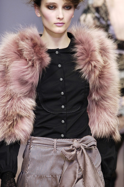 Kristina Ti at Milan Fall 2006 (Details)