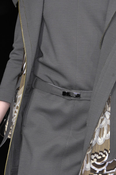 Leonard at Paris Fall 2010 (Details)