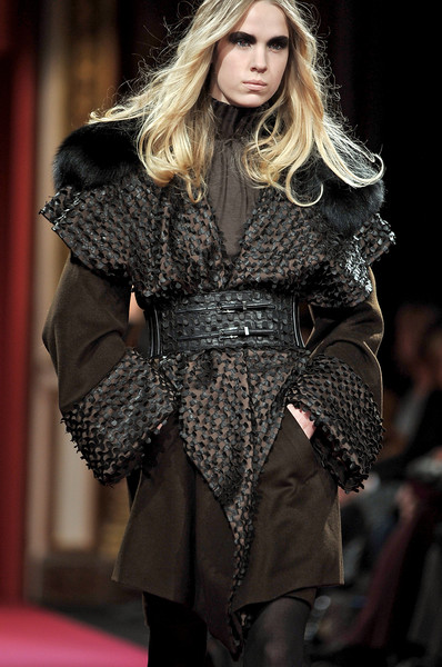 Lie Sang Bong at Paris Fall 2010 (Details)