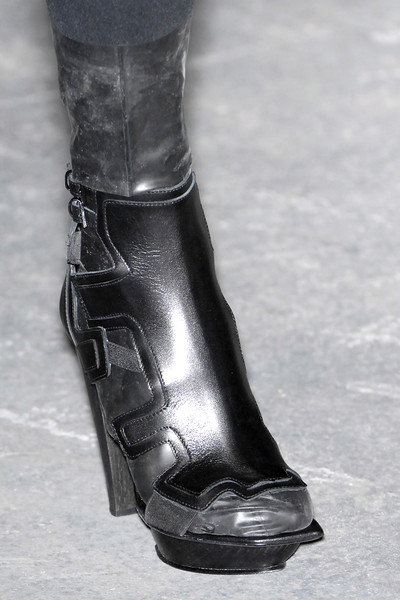 Louise Goldin at London Fall 2009 (Details)