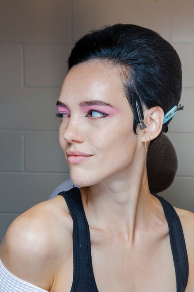 Marc Jacobs at New York Spring 2019 (Backstage) [hair,face,eyebrow,hairstyle,chin,lip,cheek,skin,nose,beauty,marc jacobs,madame figaro,beauty,spring,hairstyle,eyebrow,lip,skin,new york fashion week,fashion show,marc jacobs,ready-to-wear,fashion show,beauty,madame figaro,spring,summer,flat,parade,2019]