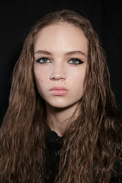 Marc by Marc Jacobs at New York Fall 2015 (Backstage) [face,hair,eyebrow,lip,hairstyle,beauty,long hair,chin,head,nose,marc by marc jacobs,fashion,fashion week,hairstyle,eyebrow,lip,beauty,hair,new york fashion week,paris fashion week,natasha zinko,fashion,ready-to-wear,fashion week,paris fashion week,fashion show,model,autumn]